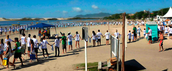 800 volunteers in one event (the beach of Guarda do Embaú, SC, Brazil)